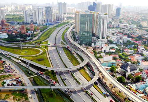 TP. HCM chi 96.000 tỷ làm cao tốc, mở rộng đường để giảm kẹt xe