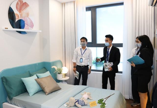 """Nhà mẫu dự án D'LUSSO quận 2 """"nô nức"""" đón hàng trăm khách hàng tham quan - 3"""